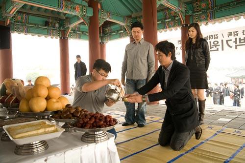 金荷娜 姜志焕/姜志焕与金荷娜等参加了《7级公务员》在开拍前的祈愿仪式